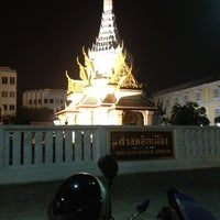 Photo taken at Bangkok City Pillar Shrine by บู้บี้ ส. on 11/5/2012