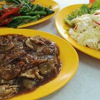 Photo taken at Restoran Ping Wah by Chen San T. on 1/25/2016
