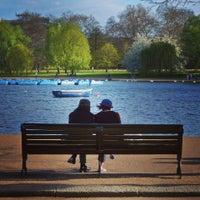 Foto tirada no(a) Hyde Park por Ivana P. em 5/6/2013
