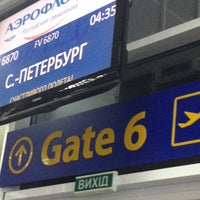 Photo taken at Выход 6 / Gate 6 by Lu O. on 9/19/2014