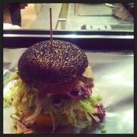 Foto scattata a Al Mercato Ristorante & Burger Bar da Kristina K. il 4/29/2013