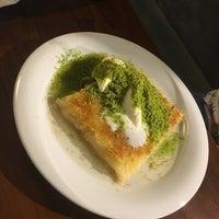 9/12/2018 tarihinde Yunus Emre P.ziyaretçi tarafından Meclis Künefe & Cafe'de çekilen fotoğraf
