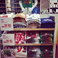 Photo taken at UNIQLO (ユニクロ) by Asyar M. on 9/14/2014