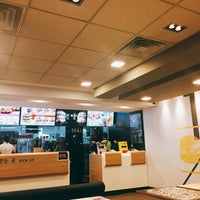 Photo taken at McDonald's by Wanhui L. on 9/11/2016