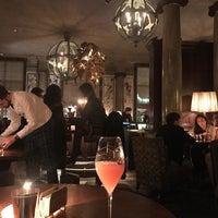 Das Foto wurde bei Scarfes Bar von firestartr am 11/6/2017 aufgenommen