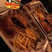 Foto scattata a Jimmy's Burger da sama n. il 3/20/2018