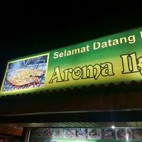 Photo taken at Restoran Aroma Ikan Bakar, Jeram Kuala Selangor by Muhammad Iqbal A. on 1/7/2017
