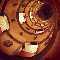 Photo prise au L'Hotel par Ben S. le11/29/2012