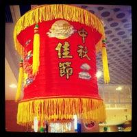 Photo taken at Xin Wang Hong Kong Cafe @ Vincom by Jason D. on 2/8/2013