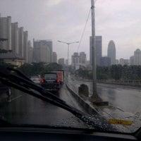 Photo taken at Jalan Layang Non Tol Kp. Melayu - Tanah Abang by Usman S. on 4/11/2013