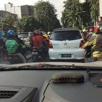 Photo taken at Perempatan Cideng (RSUD Tarakan) by Hendro K. on 6/1/2016