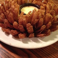 Photo taken at Outback Steakhouse by Grazieli on 1/27/2013
