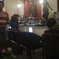 Photo taken at Garuda Indonesia Executive Lounge by Has N. on 12/20/2013