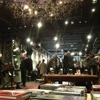 Das Foto wurde bei John Varvatos Bowery NYC von Bastian B. am 1/19/2013 aufgenommen