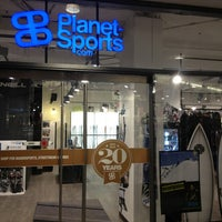 Photo prise au Planet Sports Flagshipstore par Bastian B. le2/15/2013