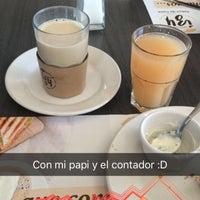 Foto tomada en Cafetería Izy por Xiomara V. el 8/15/2016