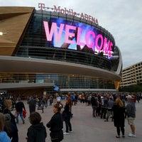 Foto tirada no(a) T-Mobile Arena por Mika V. em 10/17/2018