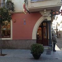 Foto tomada en Farmacia Ruscalleda por Teresa C. el 12/7/2012