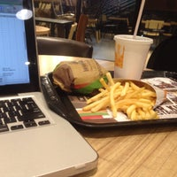 Foto scattata a Burger King da Chandra P. il 6/28/2016