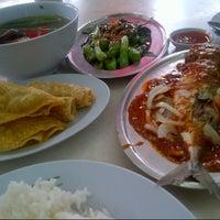 Photo taken at Restoran Home Town Yong Tow Foo by Ash H. on 11/3/2012