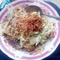 Photo taken at Kupat Tahu Dompleng Blabak by Tanti K. on 4/14/2014