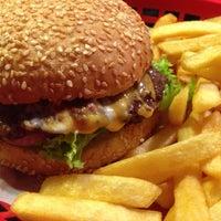 Das Foto wurde bei Burgers Berlin von andBerlin am 10/11/2013 aufgenommen