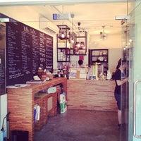 Photo prise au Kith Café par Katy P. le3/2/2013