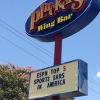 Photo taken at Pluckers Wing Bar by Andre' H. on 7/13/2013