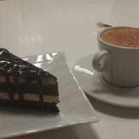 Foto tirada no(a) Tarçın Cafe & Restaurant por Kübra A. em 12/7/2014