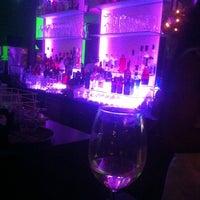 Das Foto wurde bei Zi Hotel & Lounge von Cemile Ç. am 6/26/2014 aufgenommen