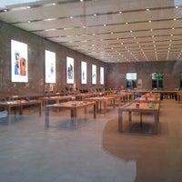 Das Foto wurde bei Apple Kurfürstendamm von Florian S. am 5/9/2013 aufgenommen
