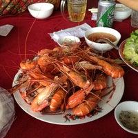 Photo taken at Quán Cây Me (Bến Đò) Quận 9 by Seal on 7/21/2013