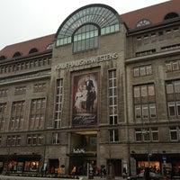 Foto tirada no(a) Kaufhaus des Westens (KaDeWe) por Markus em 12/21/2012