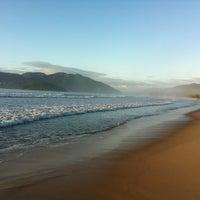 Foto tirada no(a) Praia da Lagoinha por Guilherme em 12/25/2012