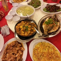 Photo taken at Downtown KLIA Seafood Restaurant (Chinese Seafoods Muslim Cuisine) by Ryo Y. on 6/8/2013