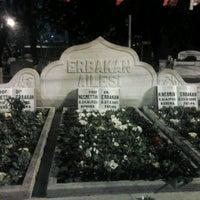 รูปภาพถ่ายที่ Erbakan Ailesi Kabristanlığı โดย Kaan B. เมื่อ 2/27/2013