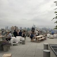 Снимок сделан в Public - Rooftop & Garden пользователем Evan Z. 8/18/2017