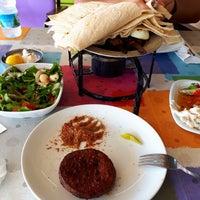 Das Foto wurde bei Menekşe Restoran von Fatih Ç. am 6/29/2018 aufgenommen