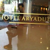 Foto tomada en Hotel Aryaduta por Matahatikita T. el 12/29/2012