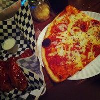 Das Foto wurde bei Greenville Avenue Pizza Company von Yahdiel O. am 7/24/2013 aufgenommen