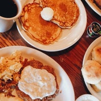 Photo taken at Cracker Barrel Old Country Store by Yahdiel O. on 1/4/2015