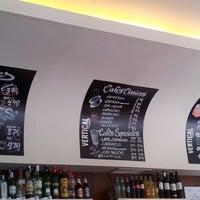5/24/2013 tarihinde Patsy M.ziyaretçi tarafından Vertical Caffé'de çekilen fotoğraf