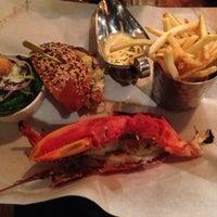 Foto tomada en Burger & Lobster por Mohamed G. el 11/26/2013