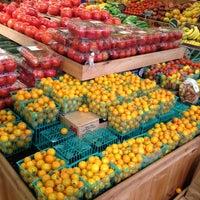 Foto tomada en Whole Foods Market por Margot el 10/3/2012