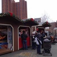 Das Foto wurde bei Christmas Village in Baltimore von jody s. am 12/14/2013 aufgenommen