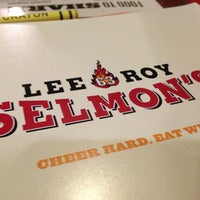 Photo taken at Lee Roy Selmon's by BB on 12/28/2012