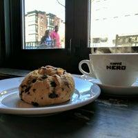 Снимок сделан в Caffè Nero пользователем Ezbon J. 4/9/2017
