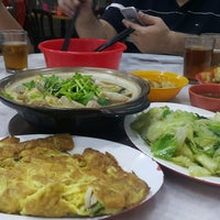 Photo taken at 新华肉骨茶 Xin Wah by Brian C. on 9/11/2016