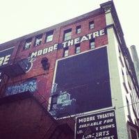 Das Foto wurde bei Moore Theatre von Shawn H. am 9/23/2012 aufgenommen
