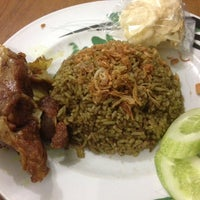 """รูปภาพถ่ายที่ Pondok Nasi Kebuli """"Ibu Hanna"""" โดย Ronald B. เมื่อ 9/18/2013"""